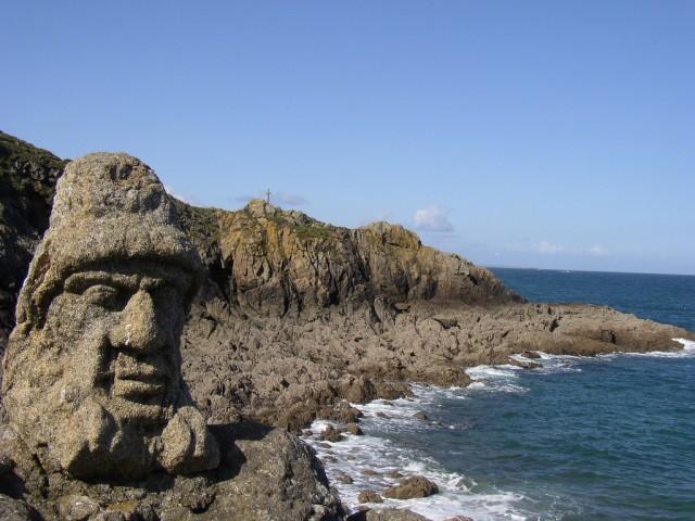 Скульптуры на скалах