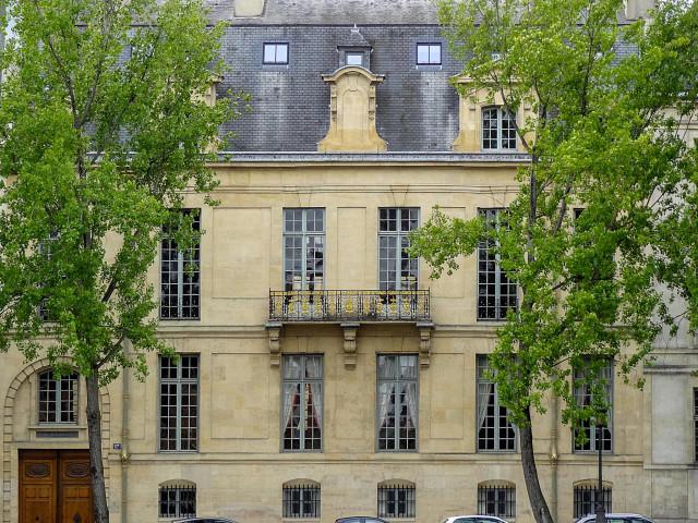 Особняк Лозен (Hôtel de Lauzun)